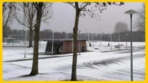 sneeuw op de baan in overvecht